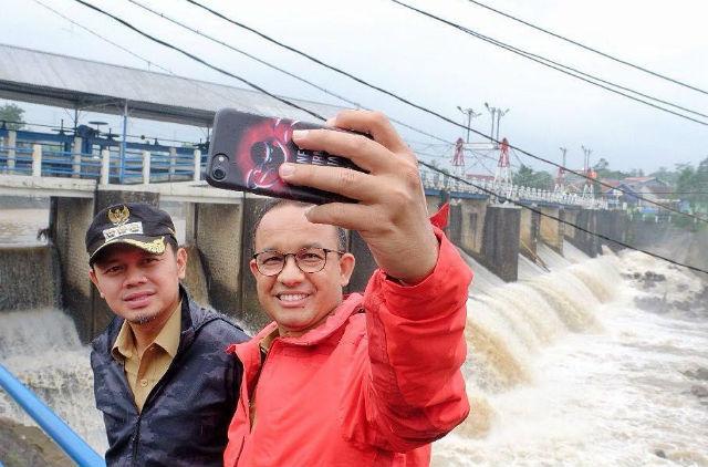 Petakan Penanganan Banjir, Ini Cara Anies Baswedan dan Bima Arya Kenalkan Katulampa ke Publik