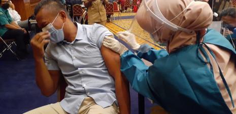 Puluhan Anggota DPRD Kota Bogor Ikut Vaksinasi Massal Tahap Kedua