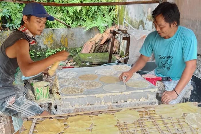 Walapun Pandemi Covid-19, Kerupuk Asoy Tetap Diminati saat Ramadan