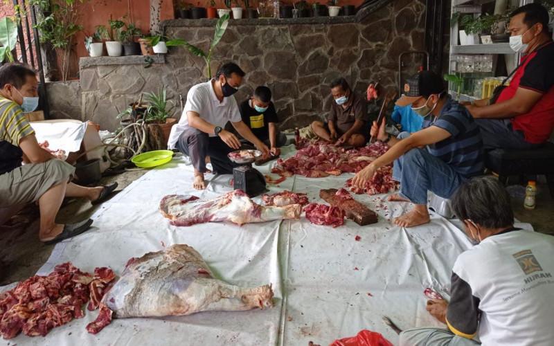 Hari Raya Idul Adha, Mardiyanto Anggota DPRD Kota Bogor Tebar Daging Kurban