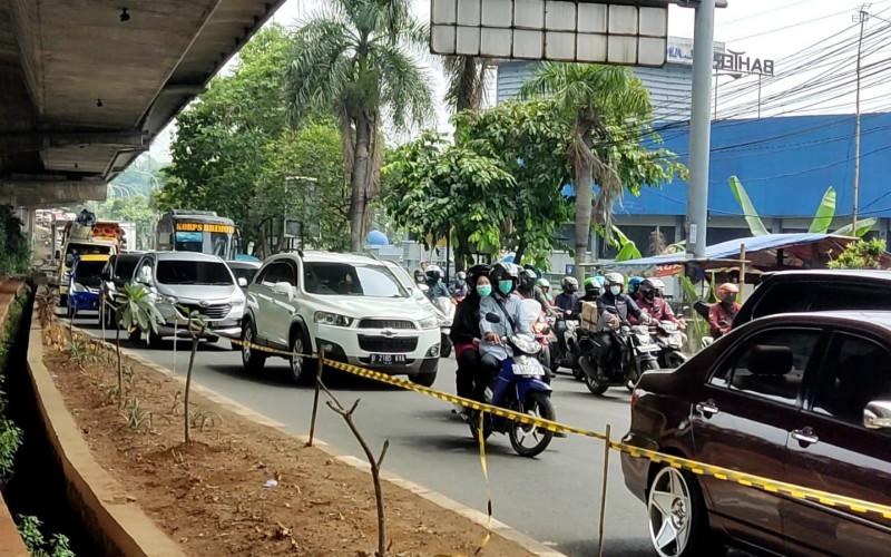Imbas Pemberlakuan Ganjil Genap, Ribuan Kendaraan Terjebak Kemacetan Sepanjang 5 Kilometer