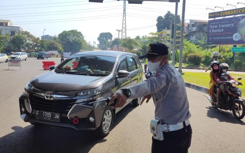 Ganjil Genap di Hari Kerja, Ratusan Kendaraan Tidak Sesuai Tanggal di Putar Balik