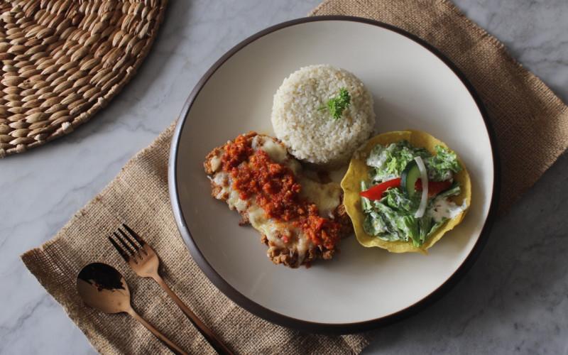 Menu Baru Djoeragan Resto, Spicy Chicken Mozzarella with Salad